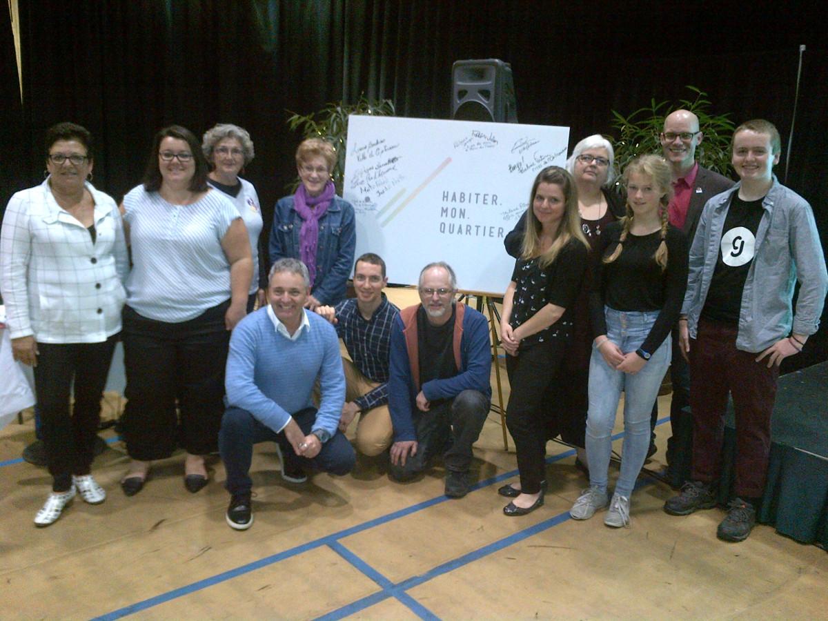Participants au lancement du projet Habiter mon quartier à la maison du citoyen.